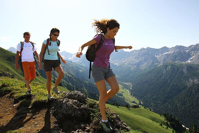Wybierając się w góry dobrze zaplanuj swoją podróż i zabierz wszystkie niezbędne rzeczy.