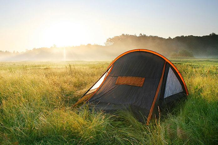 Jak dobrze zorganizować wyjazd w góry pod namiotem?